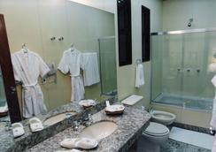 Liberty Palace Hotel - เบโล โอรีซอนชี - ห้องน้ำ