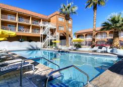 Shalimar Hotel Of Las Vegas - ลาสเวกัส - สระว่ายน้ำ