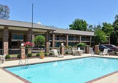 Travelers Inn And Suites - เมมฟิส - สระว่ายน้ำ