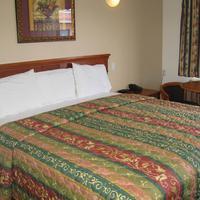 Tower Motel Long Beach Guestroom