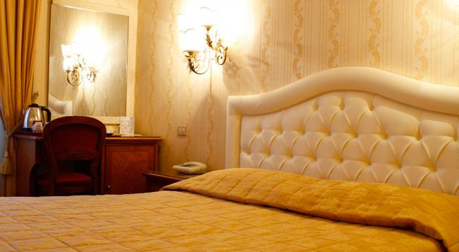 Hotel Eliseo - Rome - Bedroom