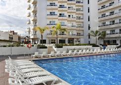 Marconfort Griego Hotel - ทอร์เรโมลินอส - สระว่ายน้ำ