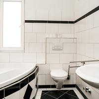 Smart Stay Hotel Frankfurt Bathroom