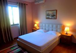 Hotel Viktoria - ติรานา - ห้องนอน