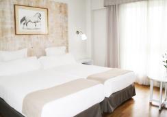 Hotel Jerez And Spa - เฮเรซ เด ลา ฟรอนเตรา - ห้องนอน