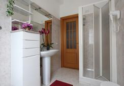 Miriam Guesthouse - โรม - ห้องน้ำ