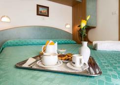 Hotel Ivonne Garnì - ริมินี - ห้องนอน