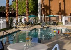 Fairfield Inn Las Vegas Airport - ลาสเวกัส - สระว่ายน้ำ