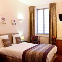 Le Phenix Hotel Guestroom