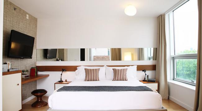 McCarren Hotel & Pool - Brooklyn - Bedroom