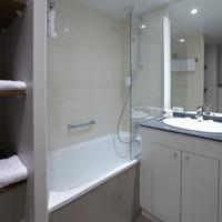 Citadines Les Halles Paris Bathroom