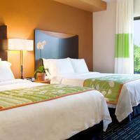 Fairfield Inn and Suites by Marriott Washington DC New York Avenue Guest room