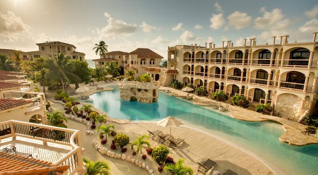Coco Beach Resort - San Pedro Town - Pool