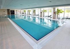 Holiday Inn Sofia - โซเฟีย - สระว่ายน้ำ