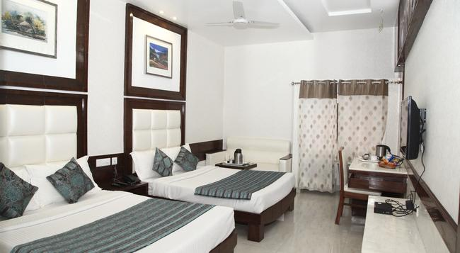 Hotel Emerald - Chandigarh - Bedroom