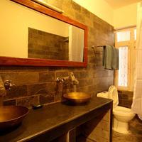 Thorong Peak Guest House Pvt Ltd Bathroom