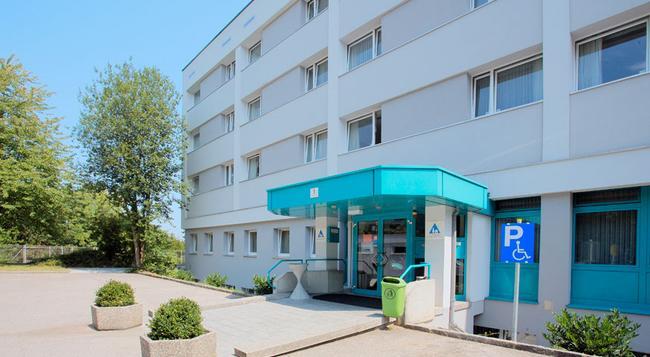 Jugendgästehaus Linz - Linz - Building