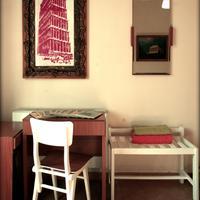 Fivos Hotel - Hostel Living Area