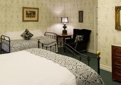 Rogues' Harbor Inn - อีทากา - ห้องนอน
