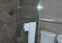 Hyde Park Inn - แทมปา - ห้องน้ำ