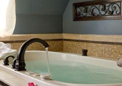 The Kalamazoo House Bed & Breakfast - คาลามาซู - ห้องน้ำ