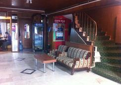 Istanbul Paris Hotel & Hostel - อิสตันบูล - ล็อบบี้