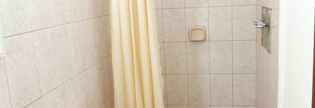 Hostal Satélite - Chiclayo - Bathroom