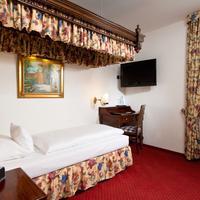 King's Hotel Center Guestroom