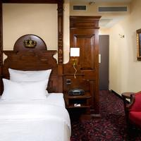 King's Hotel First Class Guestroom