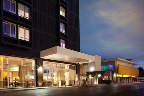 โรงแรมคัสตอม สนามบินลอสแอนเจลีส - ลอสแอนเจลิส - อาคาร