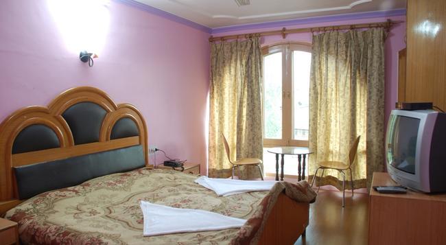 Hotel Shaneel Residency - Srinagar - Bedroom