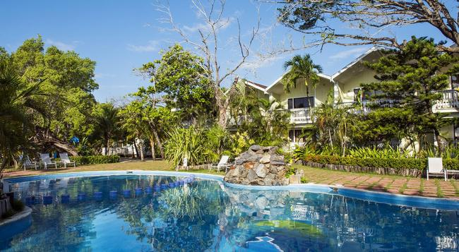Fantasy Island Beach Resort - Coxen Hole - Pool