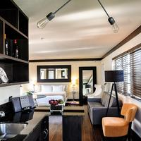 Lincoln Arms Suites Living Area