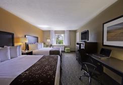 Best Western Palm Beach Lakes - เวสต์ปาล์มบีช - ห้องนอน