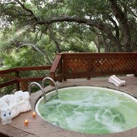 Sycamore Mineral Springs Resort Outdoor Spa Tub