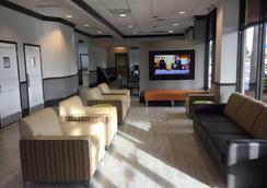 Days Inn & Suites Orlando Airport - ออร์แลนโด - ล็อบบี้
