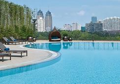 New World Shanghai Hotel - เซี่ยงไฮ้ - สระว่ายน้ำ