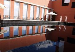 Eco Alcala Suites - มาดริด - สระว่ายน้ำ
