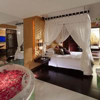 Regal Airport Hotel Guestroom