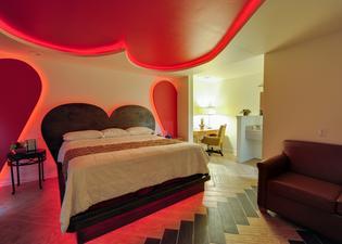 Romantic Inn & Suites