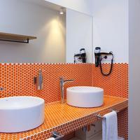 Sleep'n Atocha Bathroom