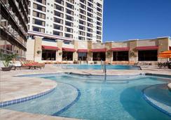 Ramada Plaza Resort and Suites Orlando Internation - ออร์แลนโด - สระว่ายน้ำ