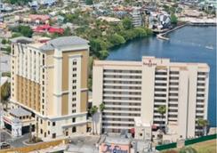 Ramada Plaza Resort and Suites Orlando Internation - ออร์แลนโด - วิวภายนอก