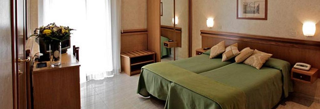 Hotel Embassy - Rome - Bedroom