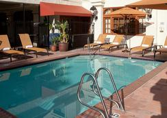 Courtyard by Marriott San Diego Old Town - ซานดีเอโก - สระว่ายน้ำ