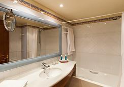 Valentin Sancti Petri Spa & Convention Centre - ชีคลานา เด ลา ฟรอนเตรา - ห้องน้ำ