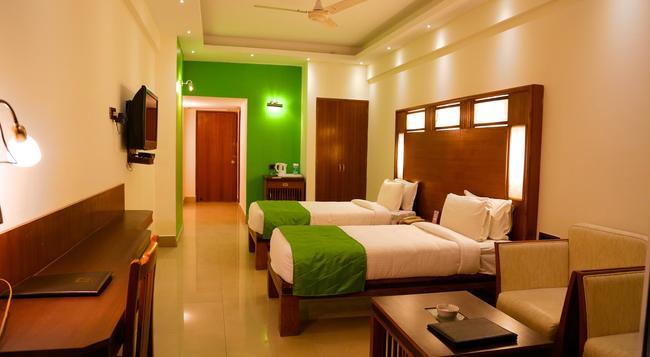 Inderlok Hotel - Dehradun - Bedroom