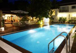 Skyline Boutique Hotel - พนมเปญ - สระว่ายน้ำ