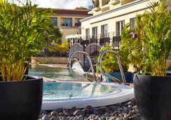 Porto Santa Maria Hotel - ฟุงชาล - สระว่ายน้ำ