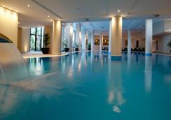 The Residence - ฟุงชาล - สระว่ายน้ำ